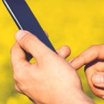 1-man-field-smartphone-yellow
